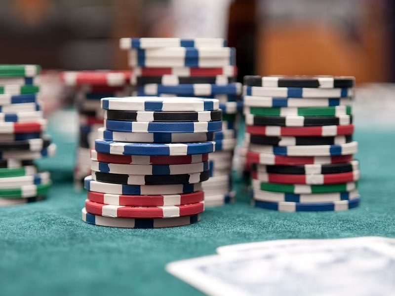 The advantages of playing poker online games at a reputable online casino