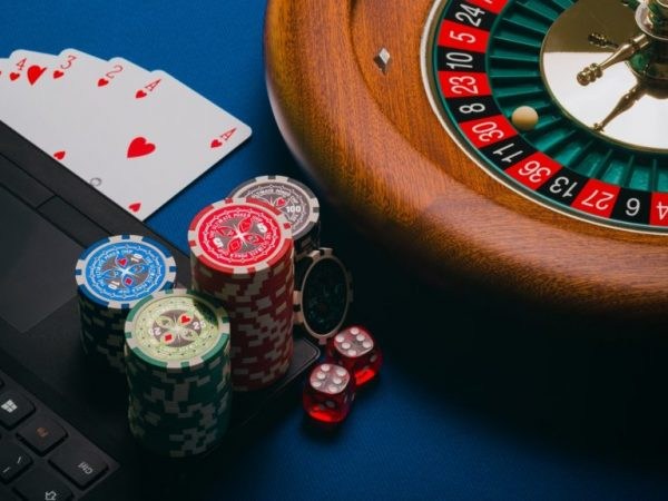 What are the different types of online gambling to invest money in?